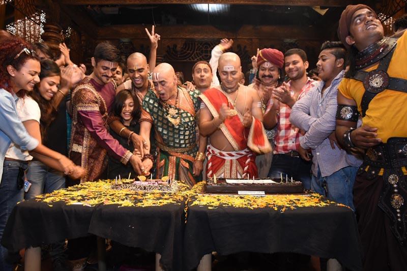 Cast and crew of Tenali Rama celebrating 200 episodes