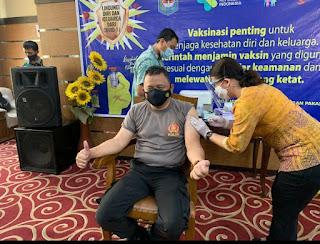 Kapolresta Mataram Bangga Disuntik Vaksin Covid-19