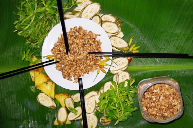 Fermented bee larvae: a gift of the Mekong Delta's cajuput forest