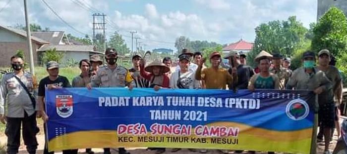 Jaga Kebersihan, Desa Sungai Cambai Laksanakan Program PKTD DD Bersih Saluran Sekunder