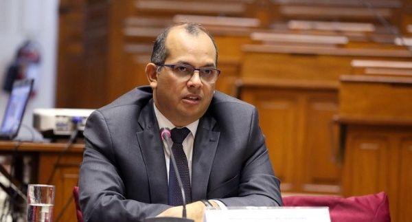Exministro de Economía no está autorizado a salir de Perú