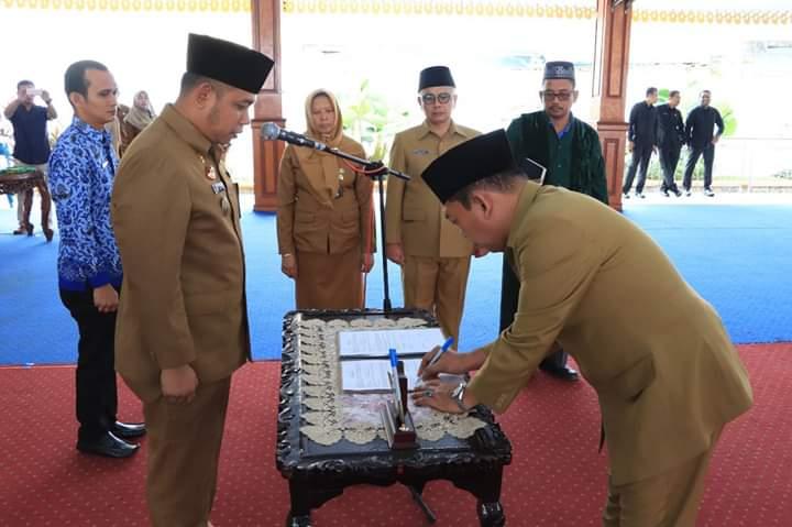 Sekretaris Daerah Kota Binjai Mahfullah Daulay melantik pejabat eselon II dan III di lingkungan Pemerintah Kota Binjai, di Pendopo Umar Baki Binjai.