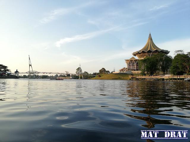 Jambatan Darul Hana Waterfront Tempat Menarik Di Kuching Sarawak