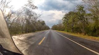 Bela paisagem no caminho para Corumbá / MS.