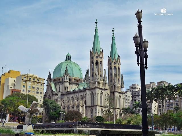 Fotocomposição da Praça da Sé com destaque para a Catedral da Sé ao centro - Centro Histórico de São Paulo