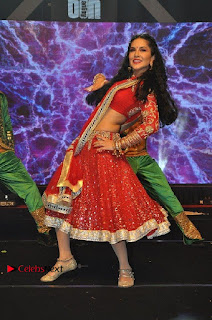 Bollywood Actress Model Sunny Leone Dance Performance in Red Half Saree at Rogue Audio Launch 13 March 2017  0088.jpg