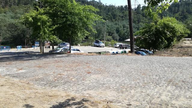 Parque estacionamento e vista geral da Praia de Verim