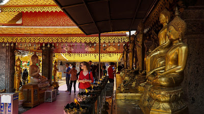 Altar with a row of golden Buddhas
