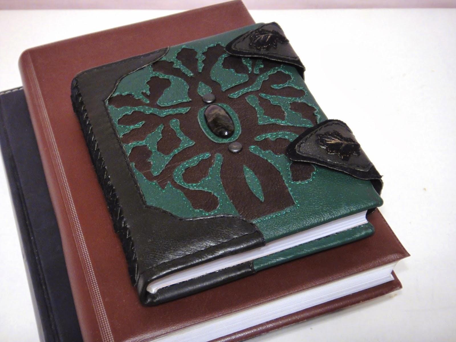 Кожаный ежедневник с кельтским орнаментом на обложке