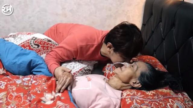 Berusia 38 Tahun, Vokalis Vagetoz Rela Tak Menikah demi Rawat Ibu yang Sakit