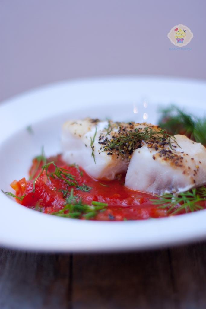 pieczony karmazyn w sosie pomidorowym