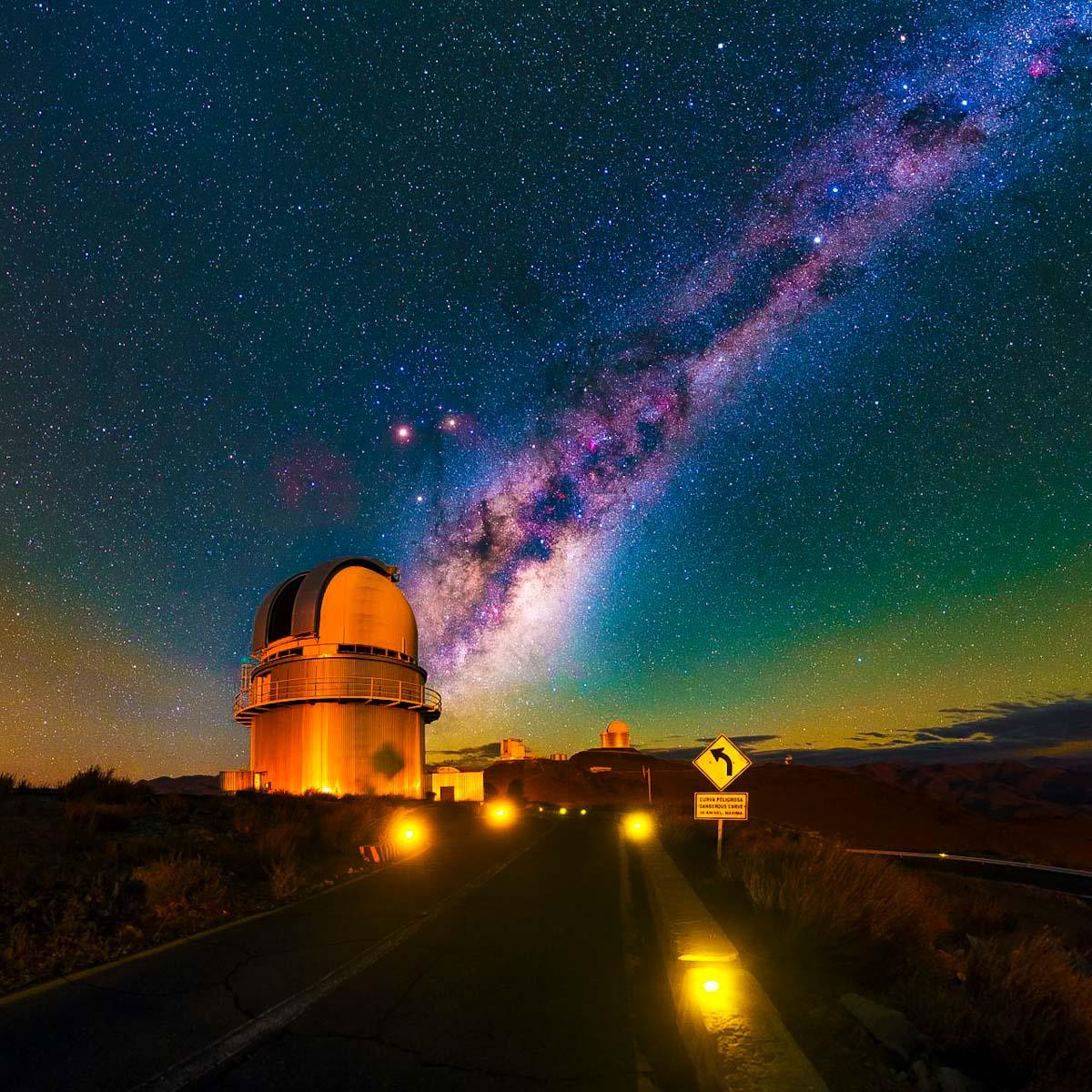 Uma estrada com destino à Via Láctea