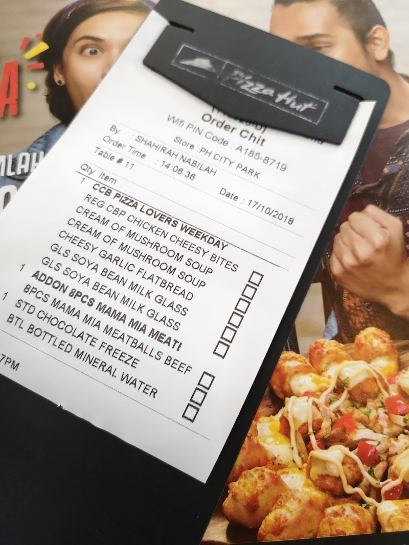 Belanja Anak Anak Makan Pizza Hut Chicken Cheesy Bites