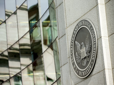 Amid Bitcoin Frenzy, SEC Warns Against Risky Cryptocurrency Products