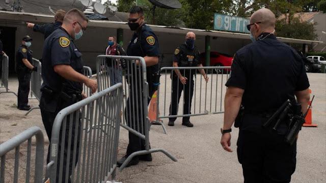 Policía de EEUU entra en recién cerrado consulado chino en Houston