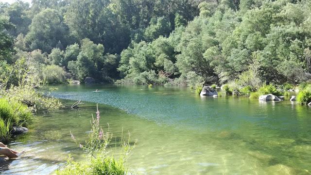 águas de qualidade de ouro do Rio Cávado