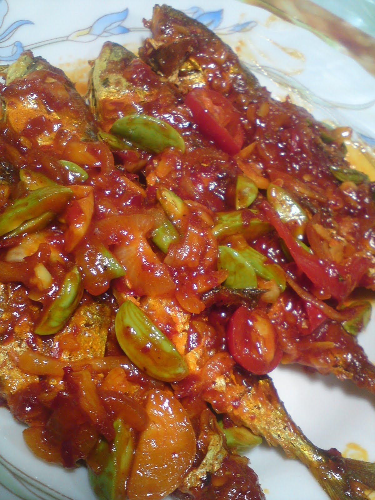 LoVe WiTHiN uS: Ikan masak sambal petai