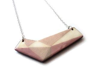 collier contemporain pastel rose en céramique de créateur