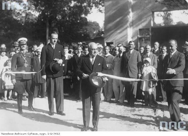 Minister Stefan Hubicki przecina wstęgę, 6 sierpnia 1933