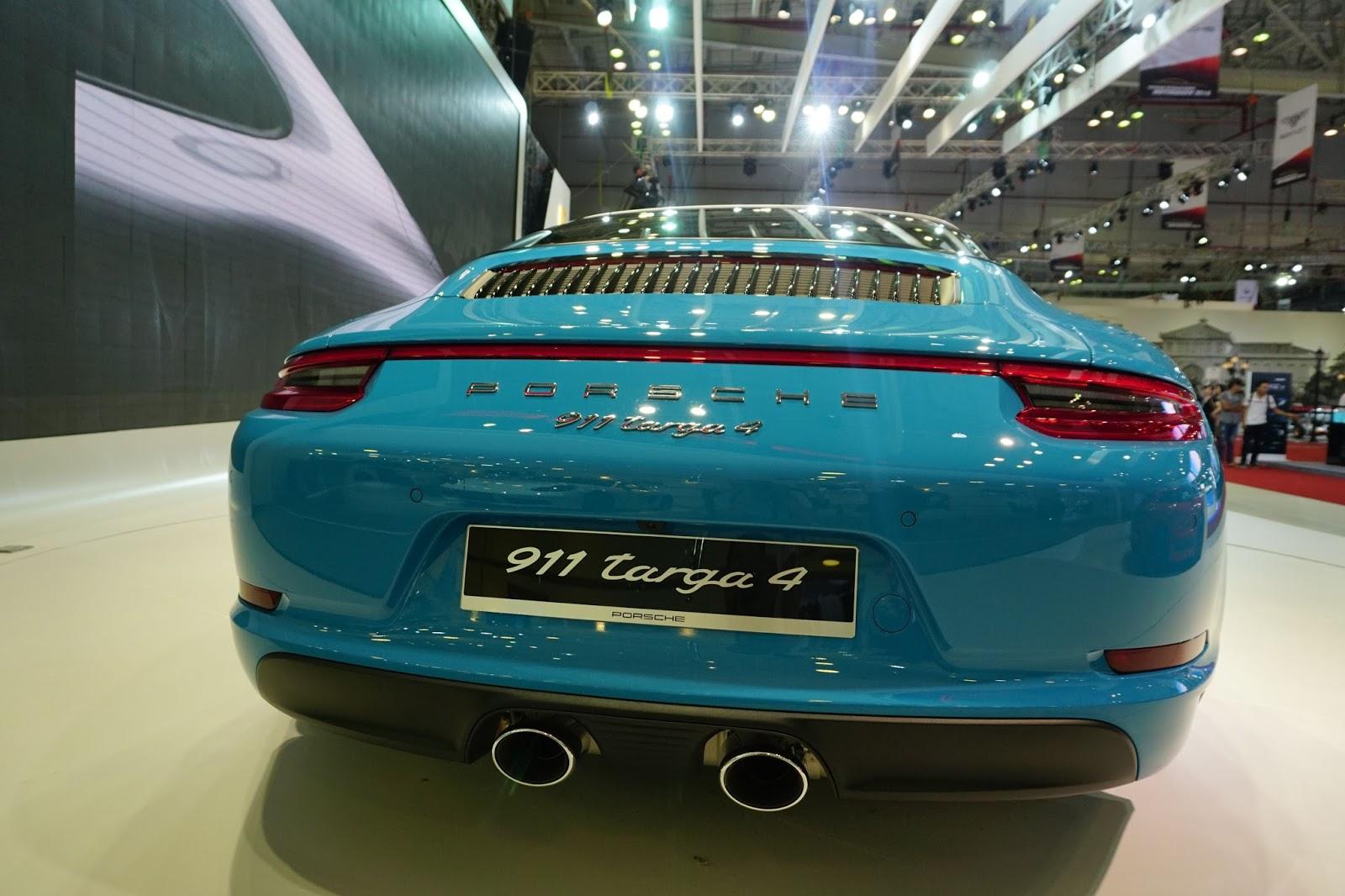 Đuôi xe của Targa 4 không có nhiều nét khác biệt với Carrera