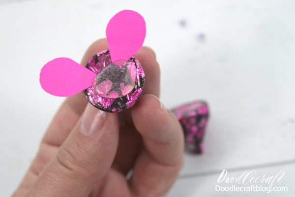 How to make a cute Hershey's Kisses rat for Chinese New Year Craft: Year of the Rat. Perfect for Dinner place settings or a fun kids craft!