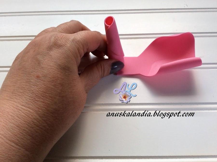 Rosa-gigante-en-goma-eva-o-foamy-9-enrollar-lado-pegar-Anuskalandia