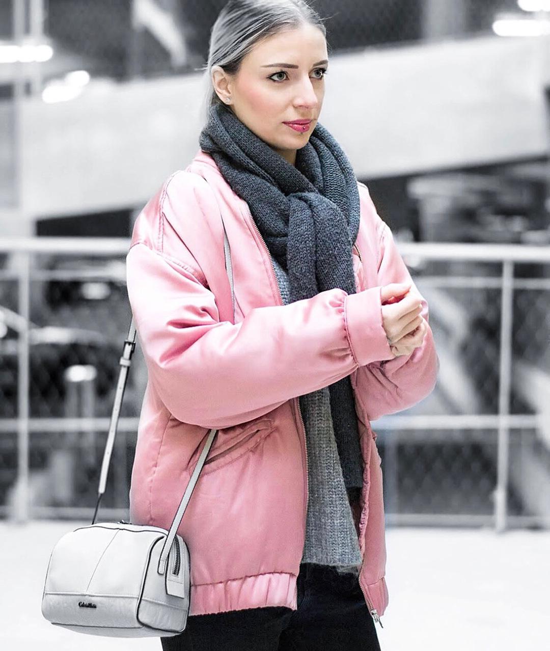 Pink bomber, mango, satin, calvin klein bag, maasmechelen village, outfit post, blogger