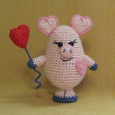 Свинка-валентинка амигуруми