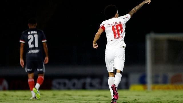 São Paulo faz jogo trágico e perde para o Bragantino por 4x2