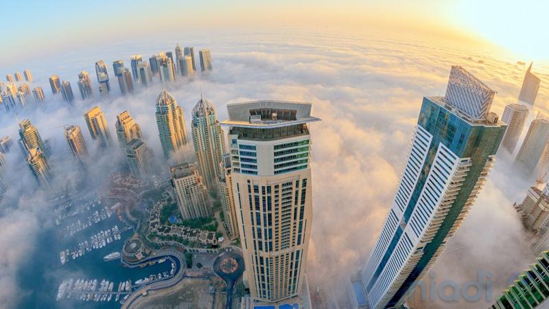 kota di atas awan gedung-gedung pencakar langit dubai uni emirat arab uea