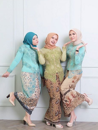 30+ Model Kebaya Modern Muslim Untuk Muslimah Berjilbab