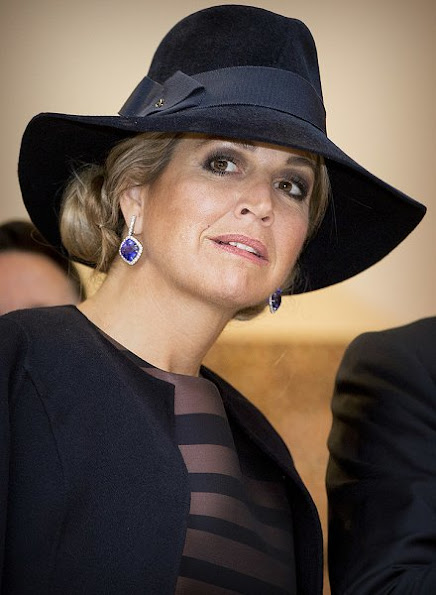 King Willem-Alexander and Queen Maxima will visit the exhibition in preparation for the state visit to Australia and New Zealand. Queen Maxima wore NATAN Dress and Jacket