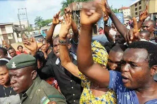 Civil servants in Cross River protest early payment of December salary