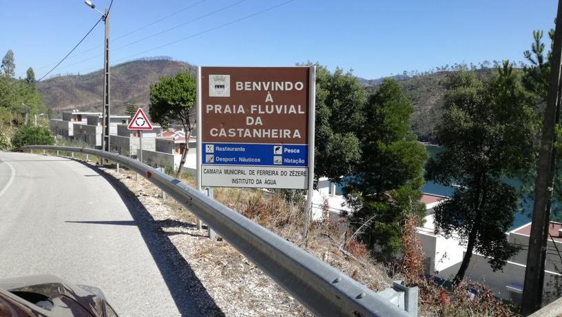 Placa benvindo a praia fluvial da Castanheira