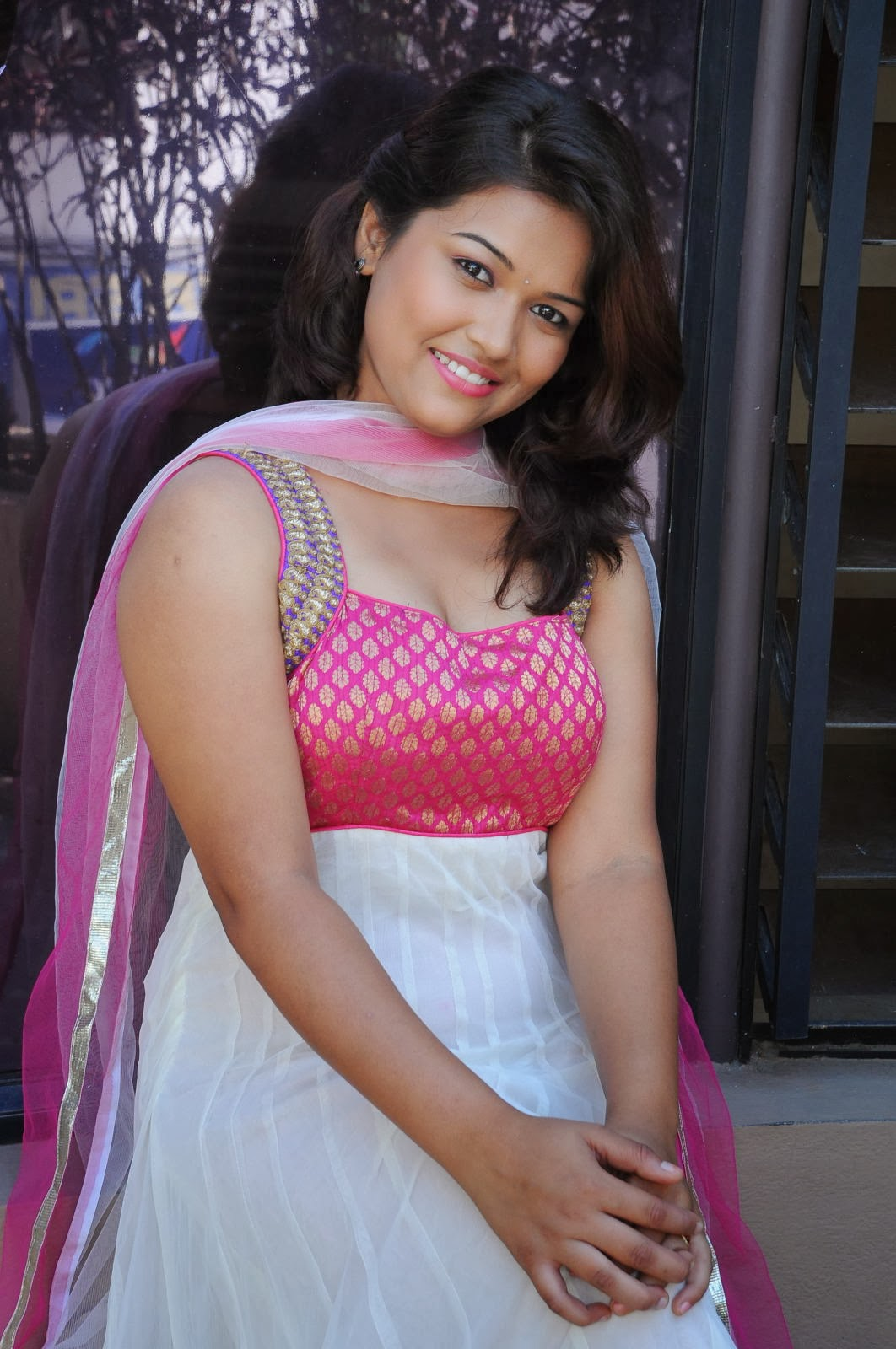 Pooja Hot Stills Photos Shiner Photos