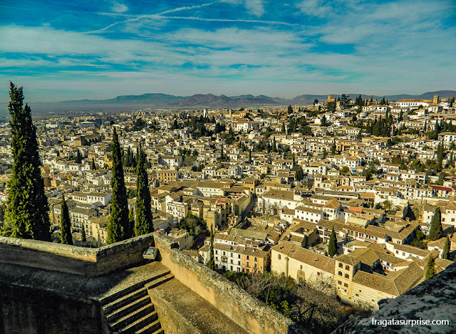 Granada vista do alto da Torre de la Vela, na Alhambra