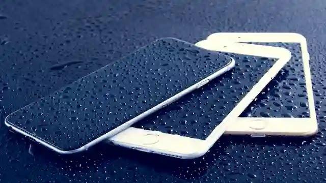 كيف يمكن لفيروس كورونا كوفيد 19 أن يعيش على سطح هاتفك وكيف يمكنك تنظيفه
