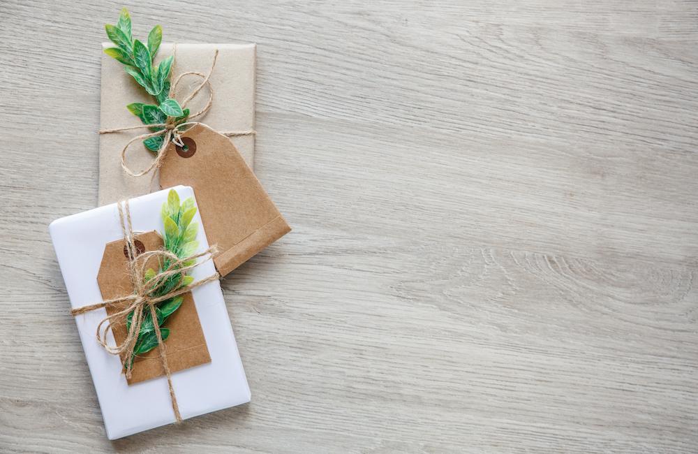envoltorio de regalos con folios
