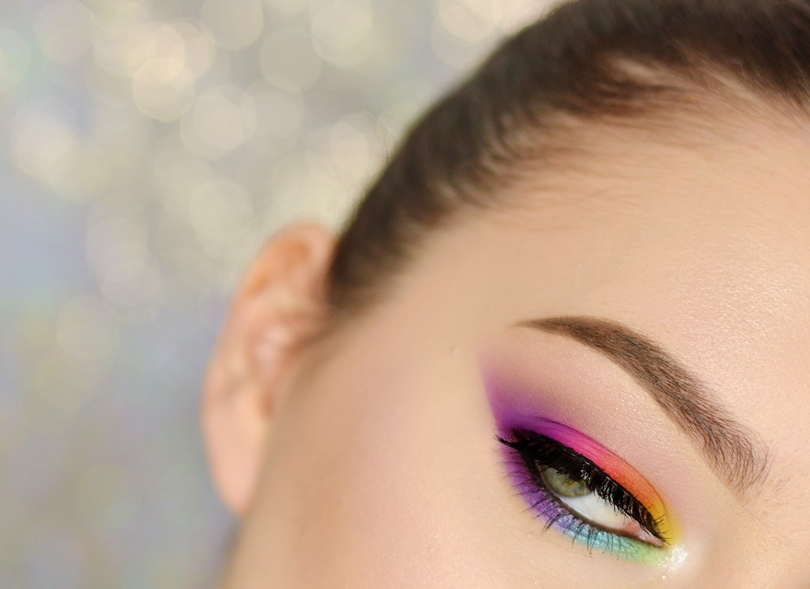 kolorowy makijaż wydłużający oko