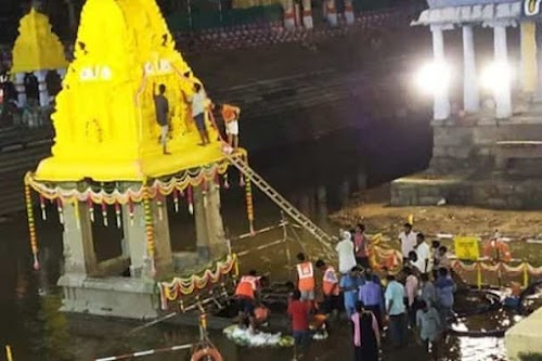 Exlusive Video : The Lord Athi Varadar back in Ananta Saras water Pond