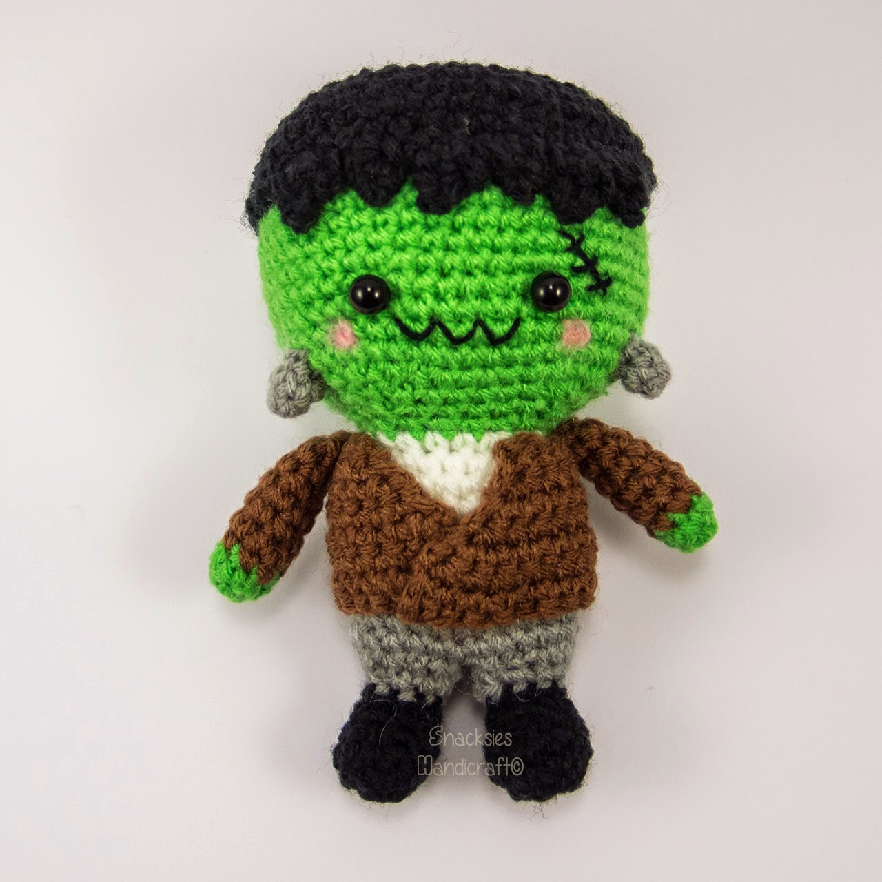crocheted-halloween-frankenstein-amigurumi