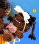 http://arteindia.blogspot.com.es/2009/11/amigurumi-peixinho-e-criancas.html
