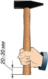 Как держать молоток