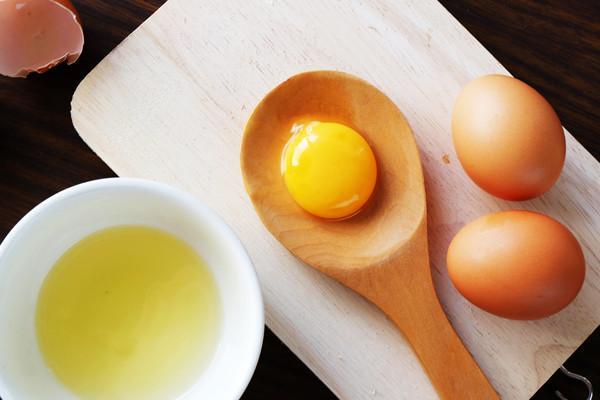 Cách trị nám da với cồn và trứng