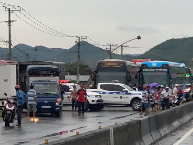 Tạm dừng các phương tiện đi ngang Khánh Hòa theo hướng Nam ra Bắc