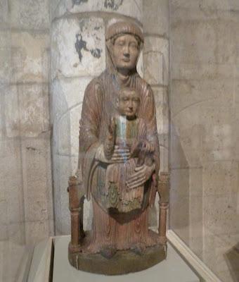 ROMÁNICO EN NUEVA YORK. THE CLOISTERS MET. Virgen en majestad con niño