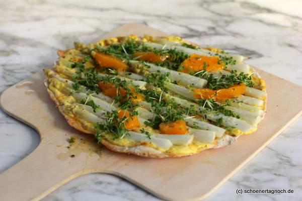 Rezept Spargelflammkuchen mit Orangenschmand und marinierten Orangenfilets