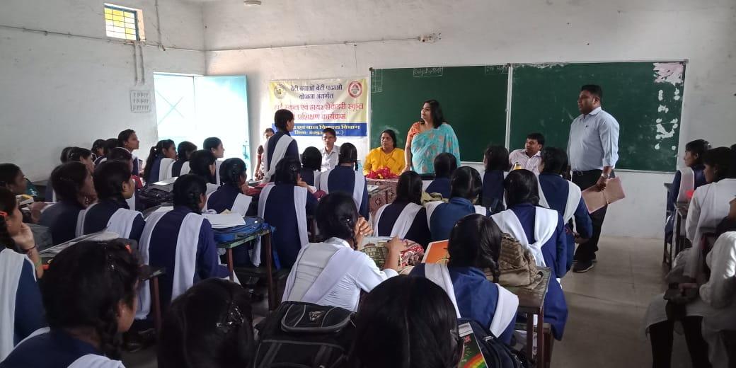 jhabua news- कन्या हायर सेकेण्ड्री स्कूल में बालिकाओ को बताये गये सुरक्षा संबंधी कानून