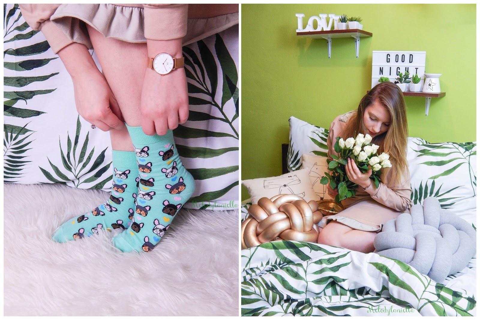 3 skarpetki-kolorowe-cieple-we-wzory-buldogi-kelly-bubble-recenzja-opinia-moda-stylowe-sukienki-domowe-pizama-influencerki-blogerki-kwiaty-pomysl-na-przent-bielenda-zegarek-daniel-wellington-jak-urzadzic-sypialnie