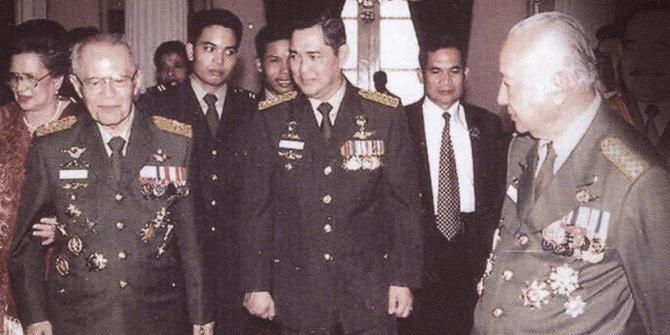 Mengapa Jenderal AH Nasution Disingkirkan Jenderal Soeharto?